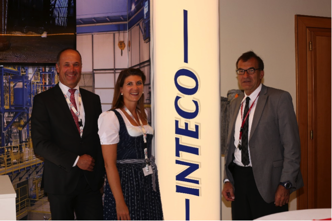 Von links: Dr. Harald Holzgruber (CEO INTECO), Mag.(FH) Kristin Panhölzl (Leitung Marketing INTECO), Dr. Bruno Hribernik (Geschäftsführer ASMET); Foto: ©FOTOLiesl